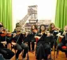10 let zasavskega godalnega orkestra Poco meno mosso
