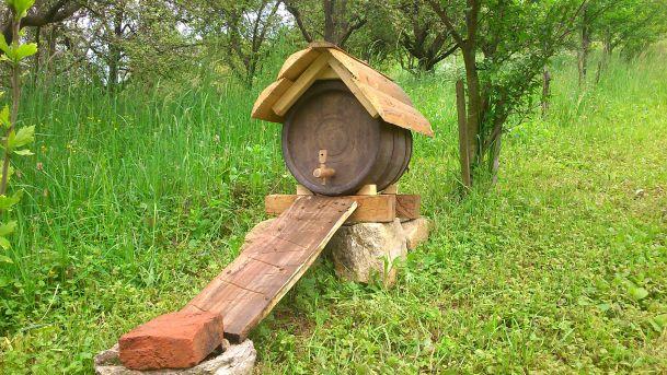 Napajalnik za čebele