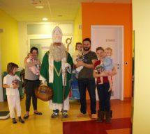 Miklavž obdaril otroke na Mrzlici in v Splošni bolnišnici Trbovlje