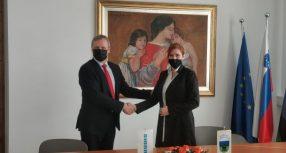 Podpis pogodbe za začetek investicije novega stanovanjskega bloka
