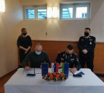 Podpis pogodbe za novo vozilo gasilcev PGD Dobovec